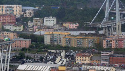 В Италии обрушился автомобильный мост, погибли 35 человек