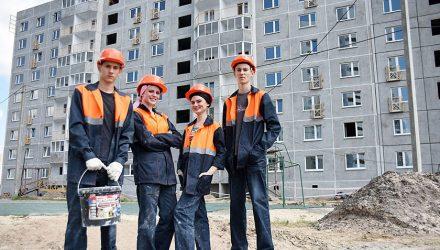 «Мы не «принеси-подай»: молодые специалисты о работе на Гомельском ДСК