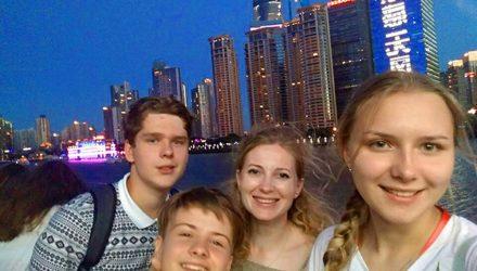 Двое светлогорских школьников побывали в Китае. Поездкой их наградили за успехи в учёбе
