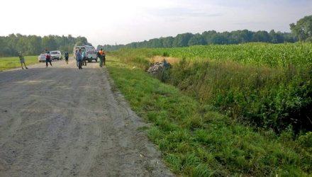 В Речицком районе легковушка вылетела в кювет, где перевернулась — водитель вылетел из салона и погиб