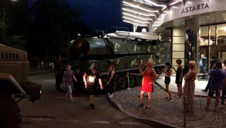"""В Киеве зенитно-ракетный комплекс """"Бук"""" протаранил офисное здание"""