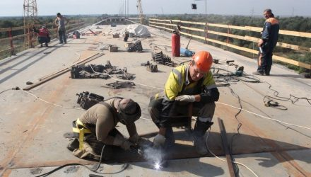 Как идёт сборка металлической конструкции моста через Припять, которая должна завершится к 15 сентября