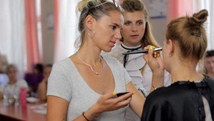 В Гомеле прошли занятия по макияжу для неслышащих (фото, видео)