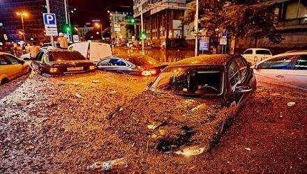 «Это какой-то ад»: сеть шокировали фото колоссального потопа в Киеве