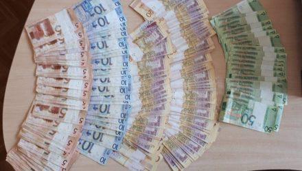 В Мозыре задержали покупателя и продавца валюты с крупной суммой наличных