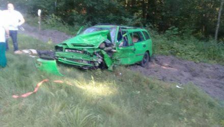 В Калинковичском районе столкнулись грузовик и две легковушки