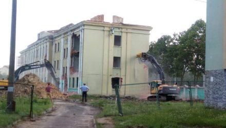 В Гомеле начали демонтаж здания бывшего военного госпиталя – фото, видео