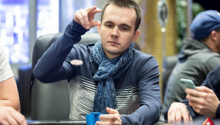 Мозырянин, который проиграл миллион долларов в покер, выиграл после этого семь миллионов