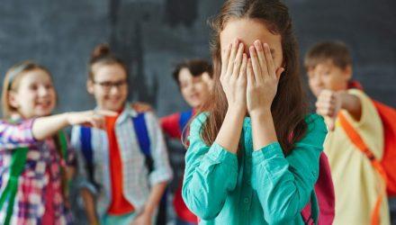 """""""В голову мог «случайно» прилететь мяч"""". Как школьницы из Гомеля справлялись с издевательствами, провалом на ЦТ и разводом родителей"""