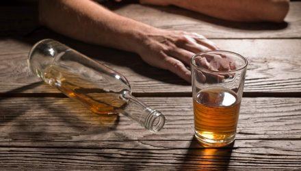 В Чечерске злоупотребляющий алкоголем мужчина отравился спиртом и умер. Никто не обращал внимание, пока труп не начал гнить