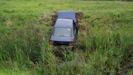 В Гомеле 26-летняя девушка-бесправница на Opel потеряла сознание и врезалась в Mazda, а затем съехала в кювет