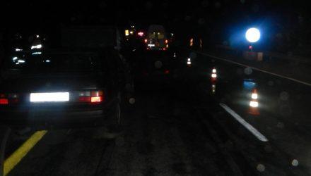 На гомельской трассе при операции по задержанию преступников семья с малолетними детьми на VW Passat врезалась в грузовик