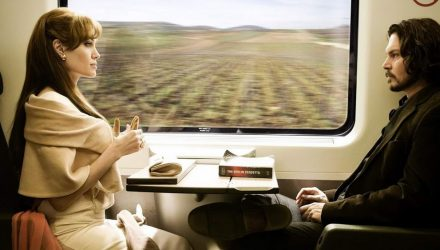 Белорус в поезде избил женщину ногами и выбросил вещи в окно