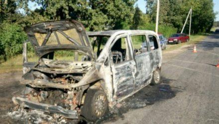 В Жлобинском районе целиком сгорел автомобиль россиян, которые приехали в гости