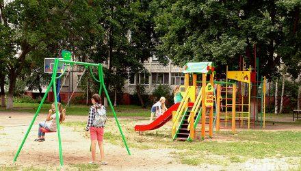 В Гомеле установили обещанные детские комплексы от брендов «Косметичка» и «Сочный»