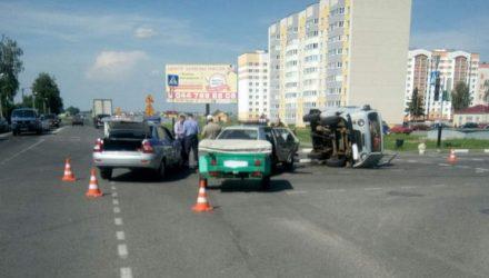 В результате ДТП в Жлобине перевернулся автомобиль скорой помощи