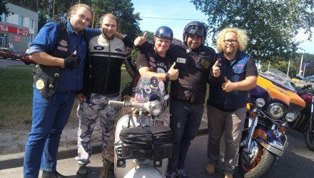 В Гомеле встречали итальянца на мотороллере «Веспа», который совершает благотворительный пробег в помощь детям