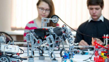 На Гомельщине открылся первый районный STEM-центр, где обучают управлению беспилотниками, 3D-моделированию и робототехнике