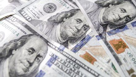 Бежать в обменники? Эксперт рассказал о том, что будет с курсом доллара