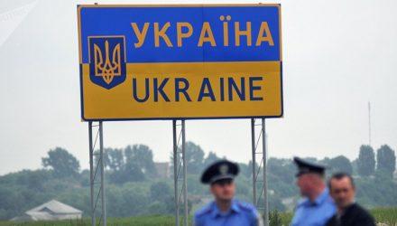 Лукашенко призвал закрыть границу с Украиной