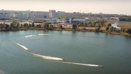 Лететь над водной гладью. В Гомеле проходят соревнования по водно-моторному спорту (фото, видео)