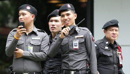 """В Тайланде россиянин украл шашлык и """"скрылся"""" с ним в море"""