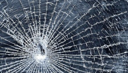 В первом часу ночи неизвестный обстрелял окна речичанки. Она в шоке