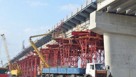 """Припять под """"треснувшим"""" Туровским мостом запустили в основное русло"""
