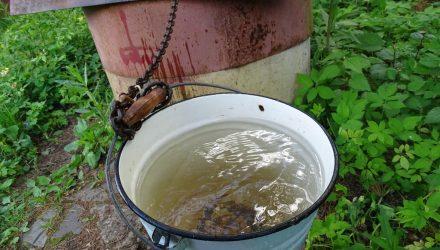 В Гомельском районе женщина поила 6-месячную внучку молочной смесью с колодезной водой – ребёнок очень ослаб и весь посинел