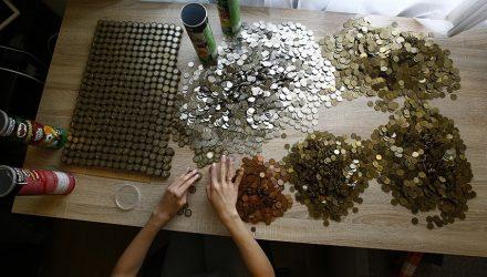 Рекорд? Белорусы насобирали монетами почти $7000