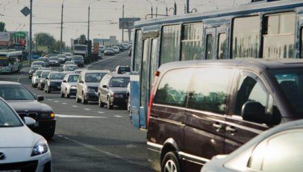 Фотофакт. В Гомеле пробки на мостах через Сож растягиваются на километры