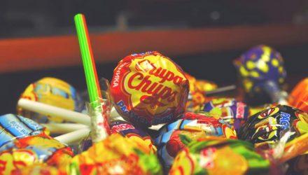 """В Гомеле религиозная община """"Милость Господня"""" заманивает к себе детей записками на конфетах. Родители не в курсе"""
