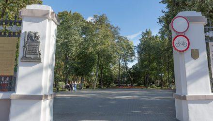 Тренд продолжается. В Гомельском парке обновят дорожки плиткой с орнаментом