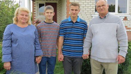 Американец поселился в белорусской деревеньке и зовет за собой из США своих детей