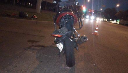 В Гомеле мотоциклист врезался в женщину на авто и пожалел