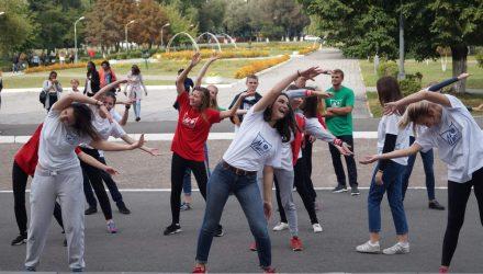 Студенты гомельского политеха вышли на массовую спортивно-танцевальную зарядку «Варушынак»