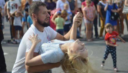 Под ритмы сальсы и кизомбы: вечер латиноамериканских танцев пройдёт сегодня в Гомеле у Лебяжьего пруда