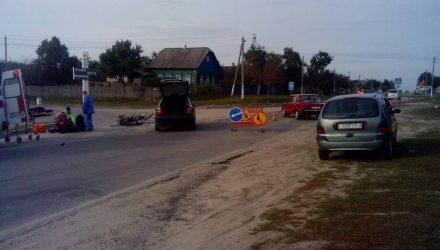 В Речицком районе Skoda протаранила мопед, а под Гомелем мужчина на мотоблоке не вошёл в поворот и перевернулся