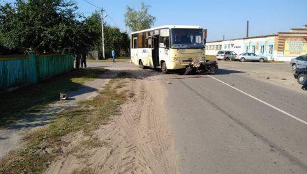 В Петрикове мотоциклист не уступил дорогу автобусу и погиб на месте