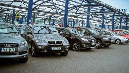 В Гомеле мошенники, занимающиеся перегоном авто в Украину и оформлением их на белорусов, теперь орудуют возле центров занятости