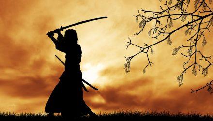 В Гомеле горожанин угрожал соседке мечом, похожим на самурайский