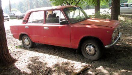 За одну ночь в Гомеле парни угнали двое «жигулей», украли магнитолу и сломали замок в авто