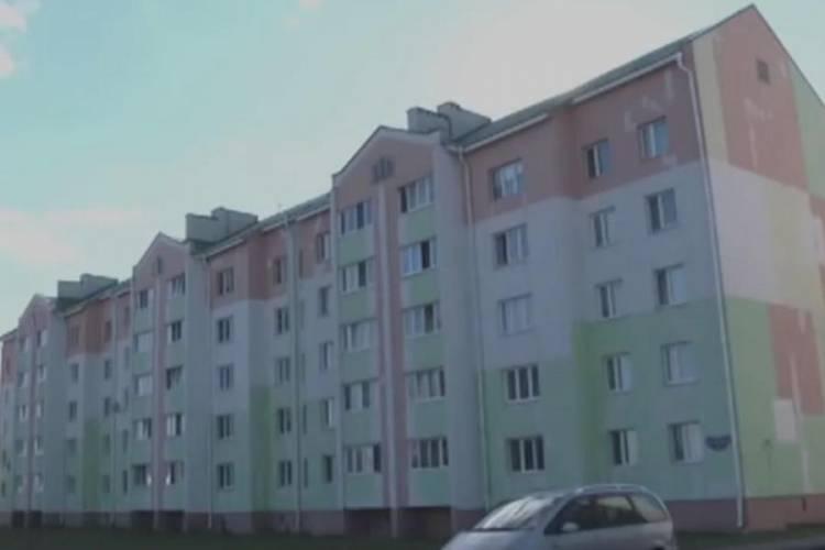 В Калинковичах разваливается построенный недавно многоквартирный жилой дом