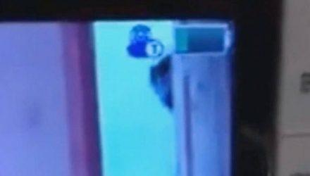 Отец увидел что-то на экране видеоняни и с криками ужаса бросился в детскую
