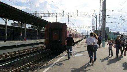 В Речицком районе мужчина получил серьёзные травмы, пытаясь догнать поезд