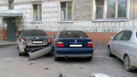 В припаркованную машину въехало другое авто, а владельца оштрафовали за непройденный техосмотр. Правомерно ли?