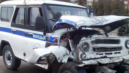 В Чечерске пьяный водитель врезался в авто милиции и пытался скрыться с места происшествия