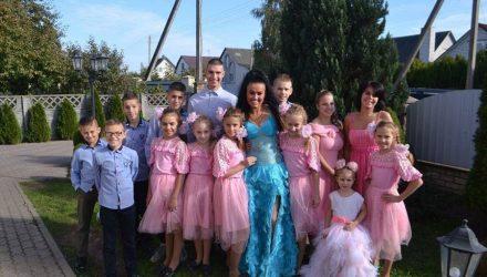 Многодетная мама из Барановичей успешно совмещает воспитание 18 детей, благотворительность и бизнес