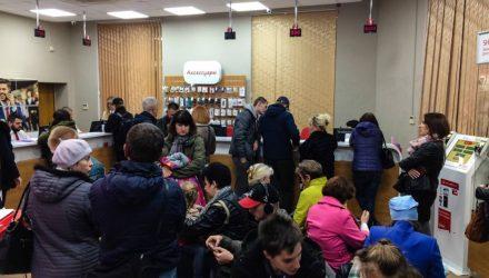 В Гомеле МТС и velcom предлагают безлимиты за рубль в месяц. В салонах — толпы