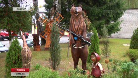 Резчик по дереву из Мозырского лесхоза делает удивительные скульптуры (видео)